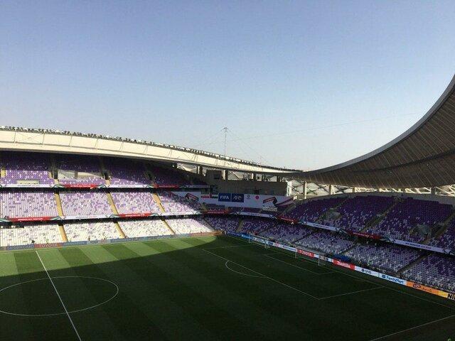 ورود تماشاگران ایرانی و ژاپنی به استادیوم هزاع بن زاید