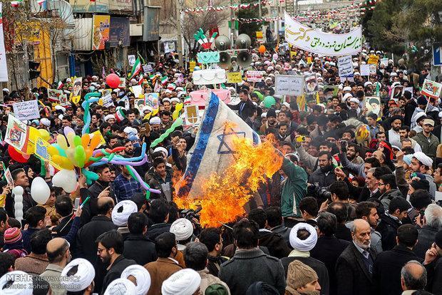 حضور هماهنگ 40 هیئت مذهبی قم در راهپیمایی 22 بهمن