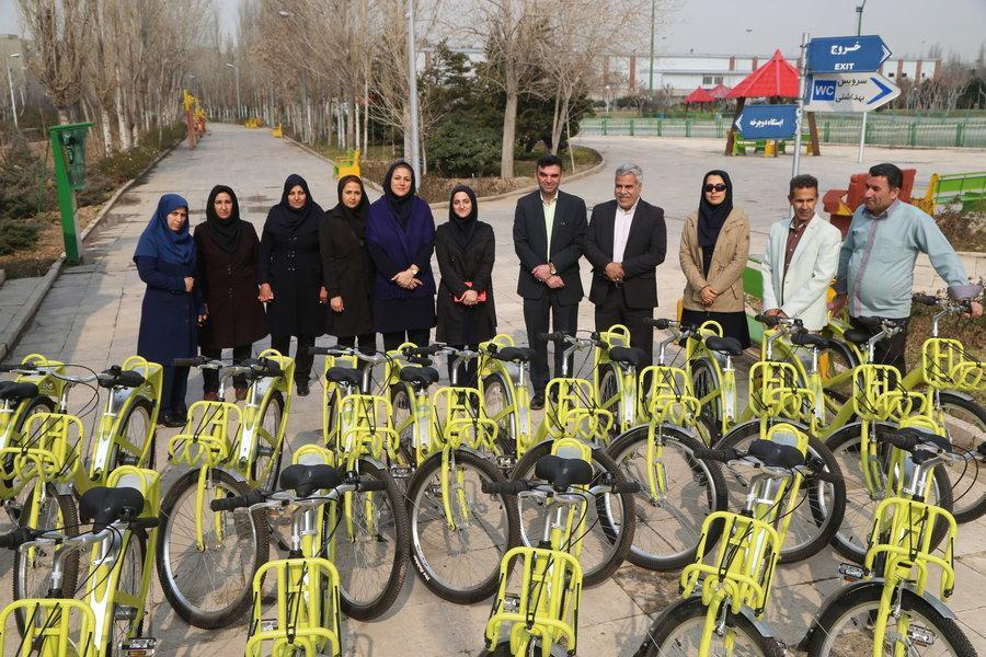 تحویل 15 دستگاه دوچرخه به بوستان پردیس بانوان در منطقه 15
