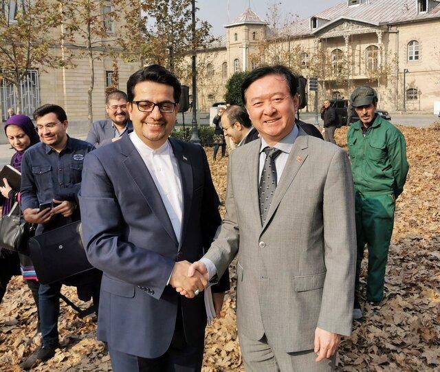 دیدار اتفاقی سفیر چین در ایران با موسوی در راستا برگ