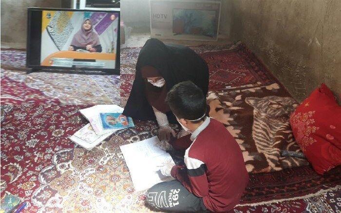 خبرنگاران معلمی که در اهر برای دانش آموزانش تلویزیون خرید