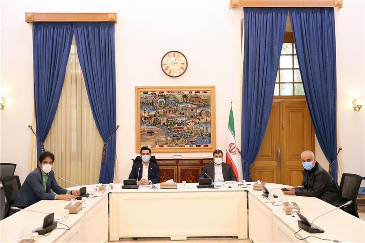 آذری جهرمی: برای توسعه ارتباطات نباید زمان را از دست داد