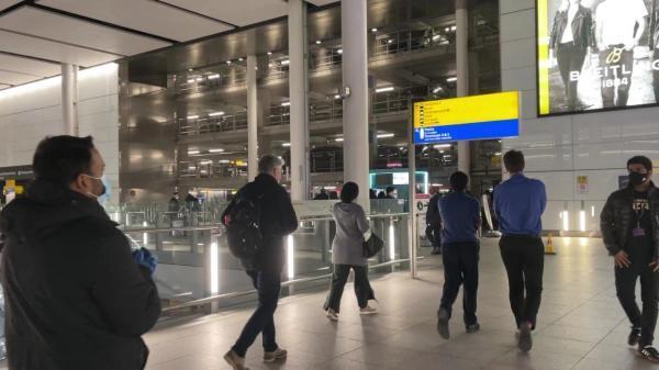 خبرنگاران کشف بسته مشکوک و تخلیه پایانه دوم فرودگاه اصلی انگلیس