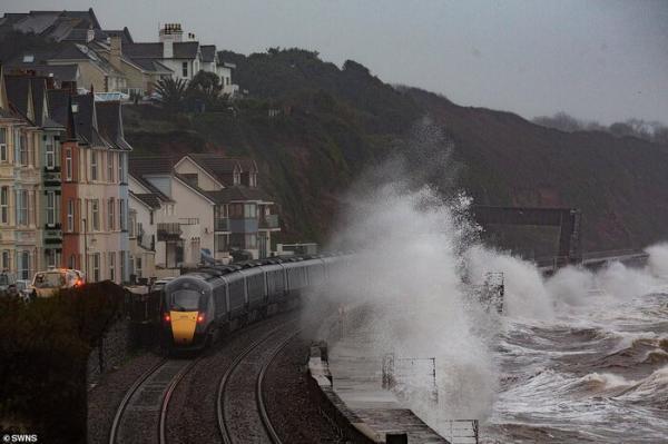 سیل و طوفان هزاران نفر را در شمال انگلیس بی خانمان کرد