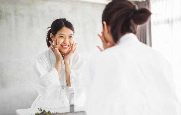 12 ترفند خانگی بی نظیر برای درمان افتادگی پوست صورت