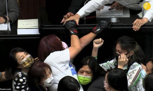 درگیری نمایندگان زن در مجلس تایوان